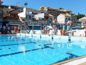 """L'attività di nuoto svolta in estate alla piscina """"Magazzù"""""""